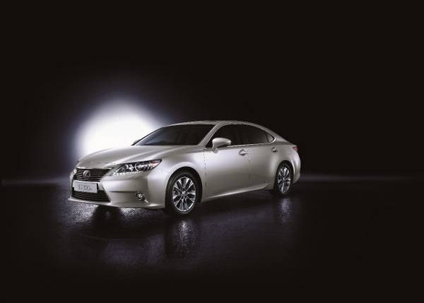 Lexus_ES_Hybrid (600x429)