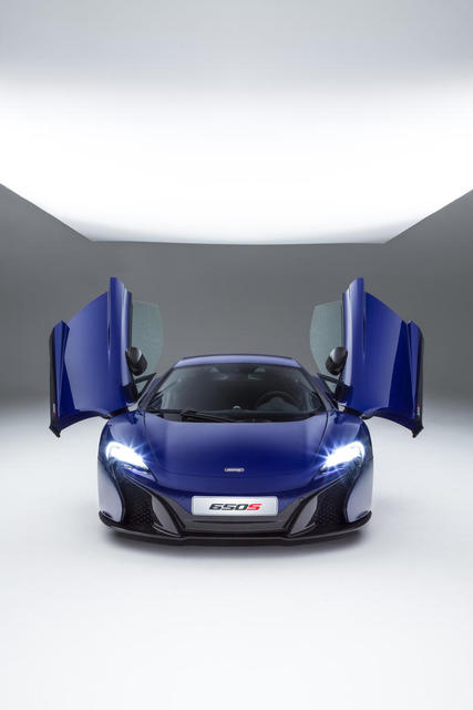 McLaren-650S-studio-doors-up