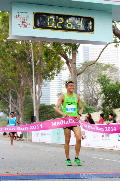 SEA Games Gold Medallist Mok wins inaugural MediaCorp Hong Bao Run 2014 (399x600)