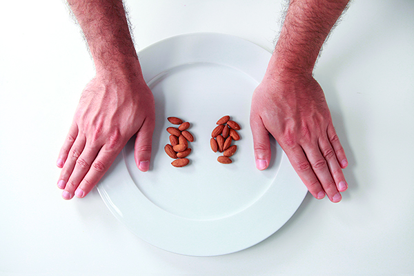 Precision-Nutrition_Palm-Sized-Portions_Nuts-Example_Male1