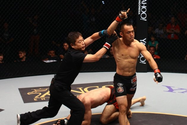 Fransino-Tirta-defeats-Sami-Amin-by-Submission-Rear-Naked-Choke-in-Round-1